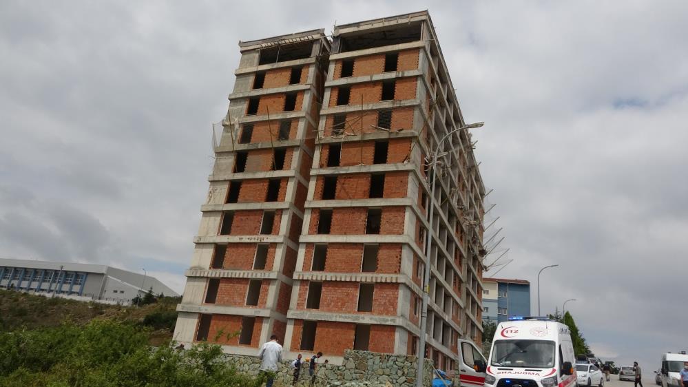 11. kattan düşen işçi hayatını kaybetti