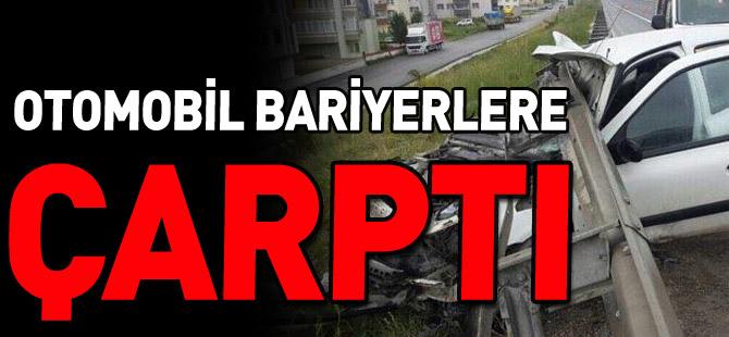 OTOMOBİL BARİYERLERE ÇARPTI 4 YARALI