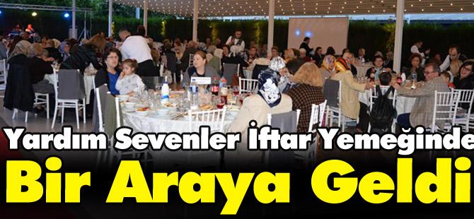 YARDIM SEVENLER İFTAR YEMEĞİNDE BİR ARAYA GELDİ