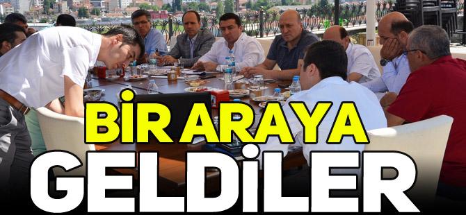BİR ARAYA GELDİLER