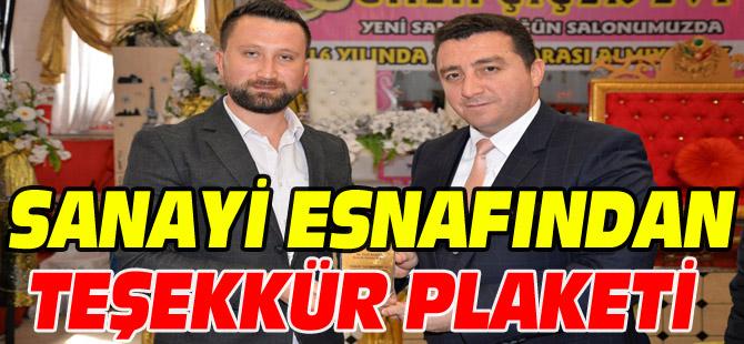 BAŞKAN BAKICI'YA SANAYİ ESNAFINDAN TEŞEKKÜR PLAKETİ