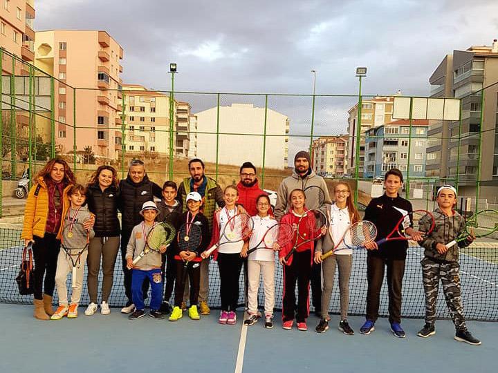 tenis-takimi-eskisehir-hazirlik-turnuvasi-1.jpg