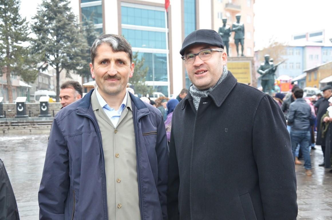 umre-yolculari-cumhuriyet-meydanindan-ugurlandi4.jpg